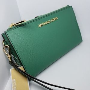 NWT mk double zip wristlet leather pale green